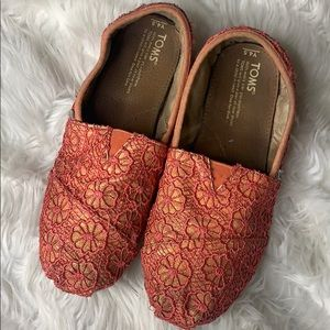 Toms Strawberry Flowers and Glitter 4.5